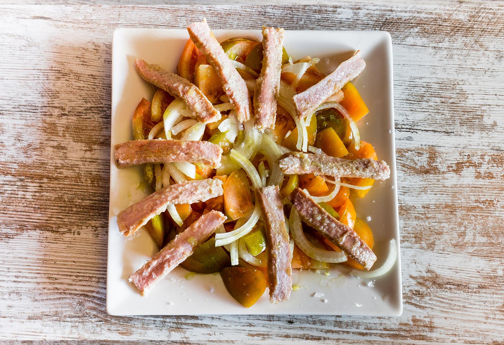 </p> <p><center>Ventresca de atún con tomate cebolla y vinagreta</center>